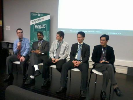 Security experts discussing on the vulnerabilities of cloud computing